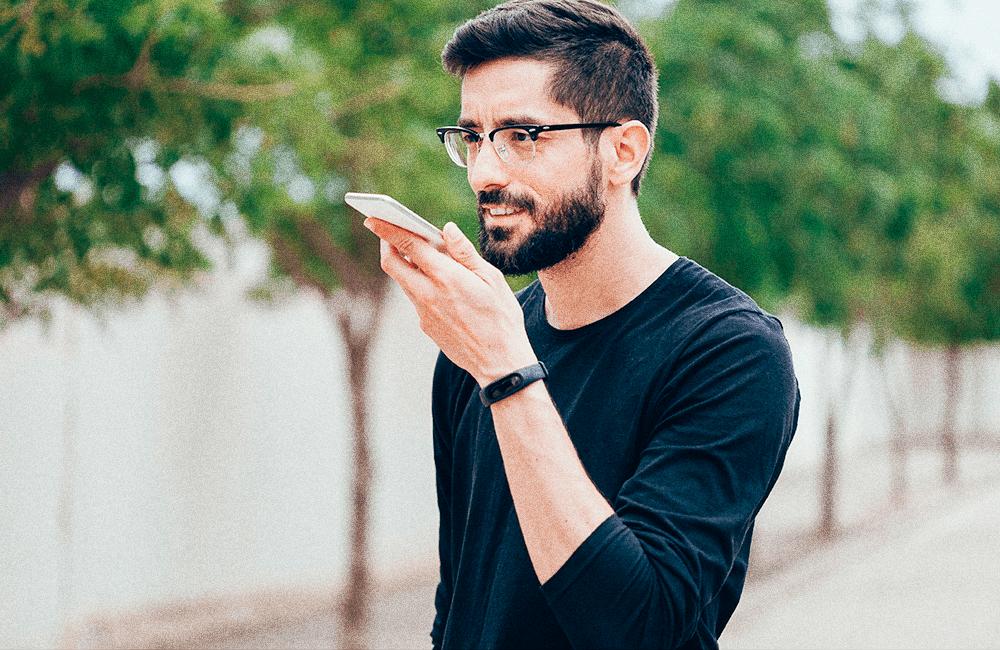 Comunicação por pesquisa por voz é aprimorada pelo Google Assistant